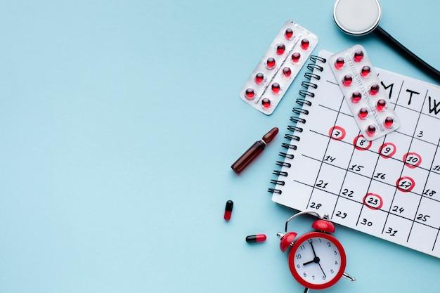 Medische behandeling kalender bovenaanzicht Gratis Foto