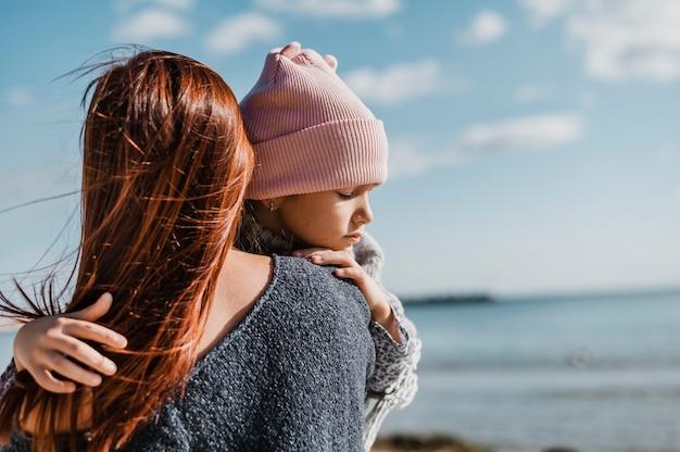 Medium geschoten moeder met dochter Gratis Foto