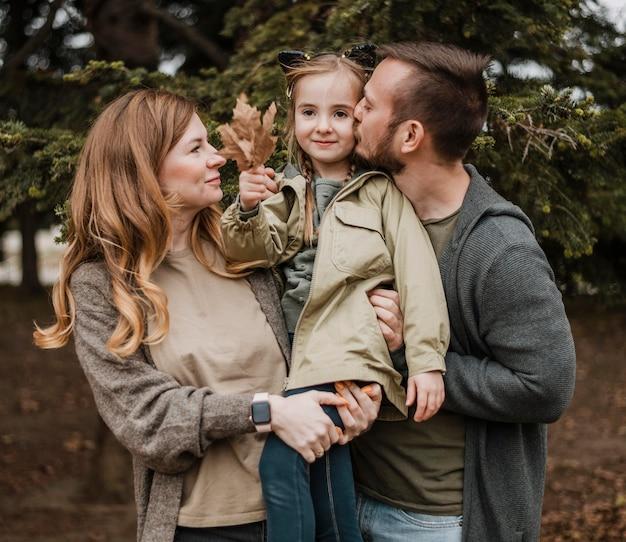 Medium geschoten ouders met dochter Premium Foto