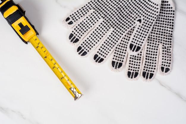 Meetlint en handschoenen. Premium Foto