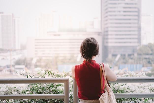 Meisje en stad Gratis Foto