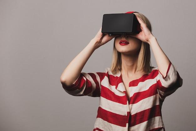 Meisje in vr-bril Premium Foto