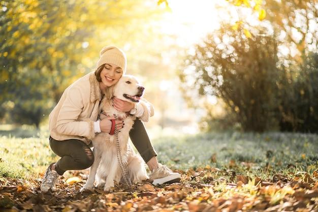 Meisje met hond Gratis Foto
