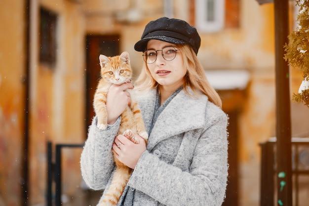 Meisje met kat Gratis Foto