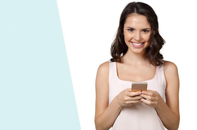 Meisje met mobiele telefoon Premium Foto