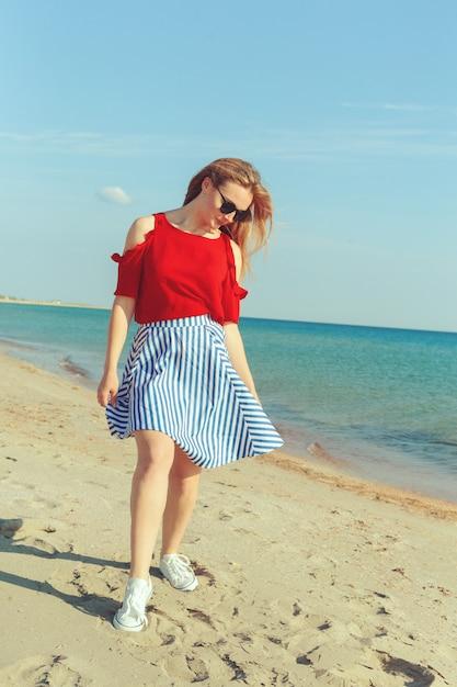 Meisje op de zee Premium Foto