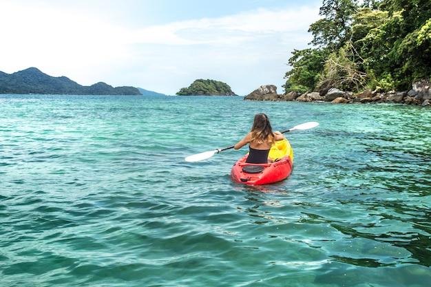 Meisje op een kano Gratis Foto