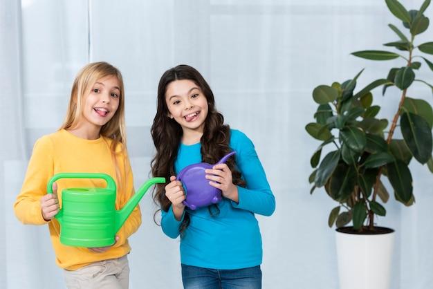 Meisjes met gieters Gratis Foto