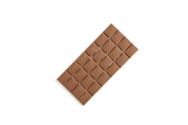 Melk cocolate stukken geïsoleerd op wit Premium Foto