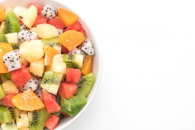 Meng gesneden fruit (sinaasappel, drakenfruit, watermeloen, ananas, kiwi) Premium Foto