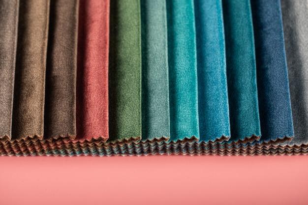Meng paletkleuren op maat lederen weefsels in catalogus Gratis Foto