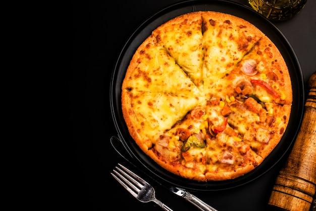Mengsel pizza italiaans eten, durian en chicken flavour pizza Gratis Foto