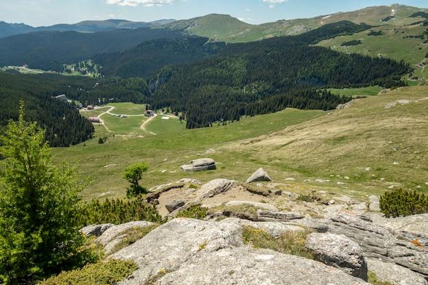 Mening van bucegi-bergen, roemenië Premium Foto