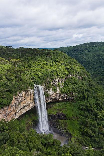 Mening van caracol-waterval, canela-stad, rio grande do sul, brazilië Premium Foto