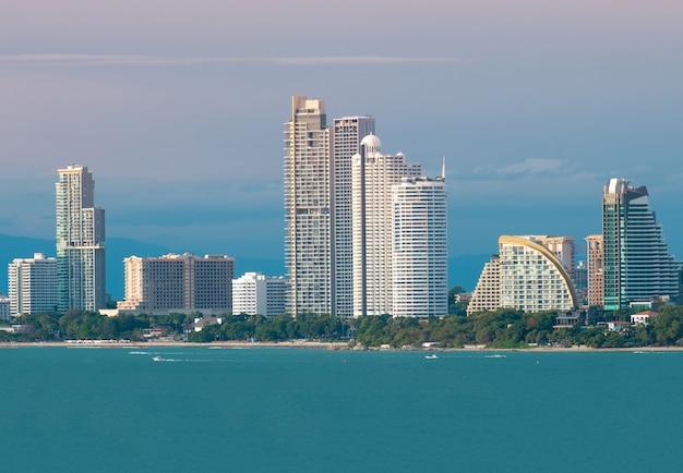 Mening van de de stads scape mooie baai van pattaya. Premium Foto