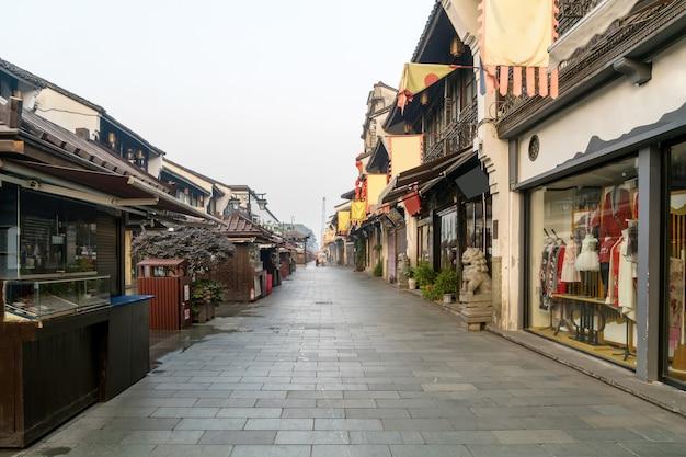 Mening van de qinghefang de oude straat in hangzhou-de provincie china van stadshehejiang Premium Foto