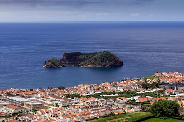 Mening van ilheu de vila franco do campo, sao miguel island, de azoren, portugal Premium Foto