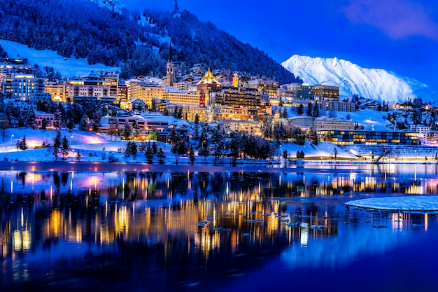 Mening van st. moritz in zwitserland bij nacht Premium Foto