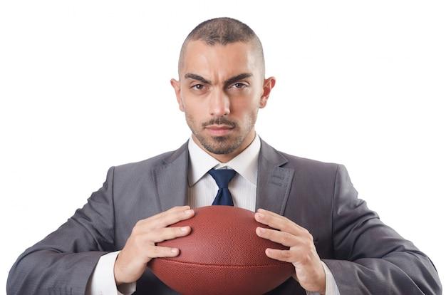 Mens met amerikaanse voetbalbal die op wit wordt geïsoleerd Premium Foto