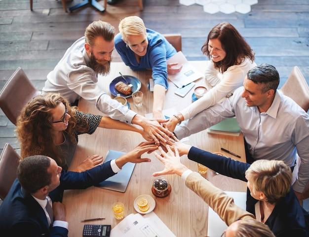 Mensen hand monteren verbinding teamwork vergadering concept Premium Foto