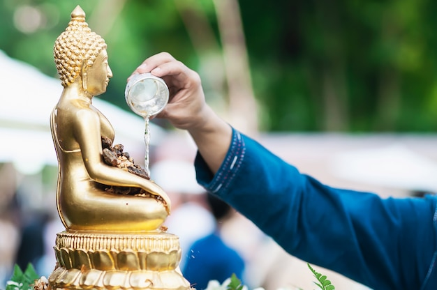 Mensen in traditionele ceramony in songkran-festival Gratis Foto