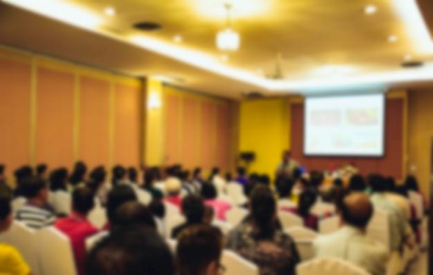 Mensen in vergadering of conferentieruimte vaag voor achtergrond. Premium Foto