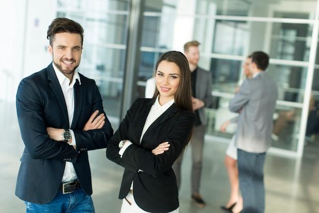 Mensen op kantoor Premium Foto