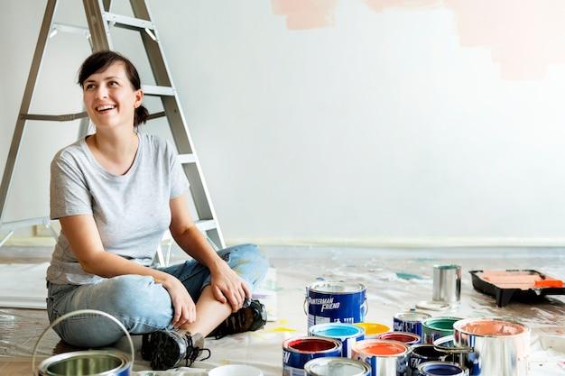 Mensen renoveren het huis Gratis Foto