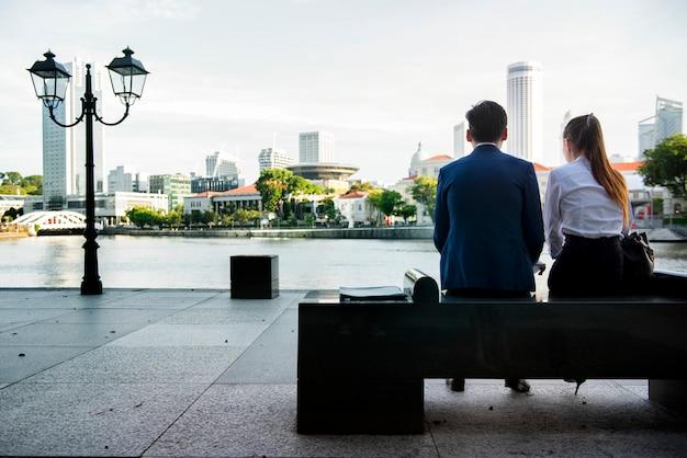 Mensen uit het bedrijfsleven hebben een pauze Gratis Foto
