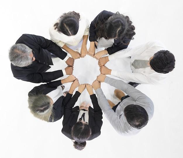 Mensen uit het bedrijfsleven leggen handen in cirkel. Premium Foto