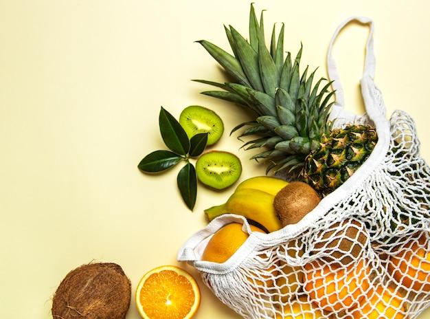 Mesh boodschappentas met fruit Premium Foto