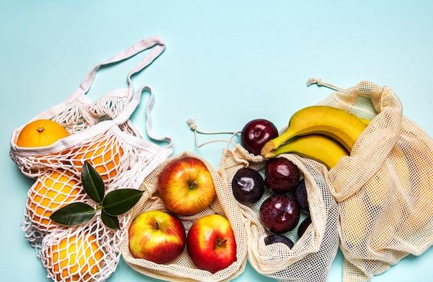 Mesh boodschappentassen met fruit Premium Foto