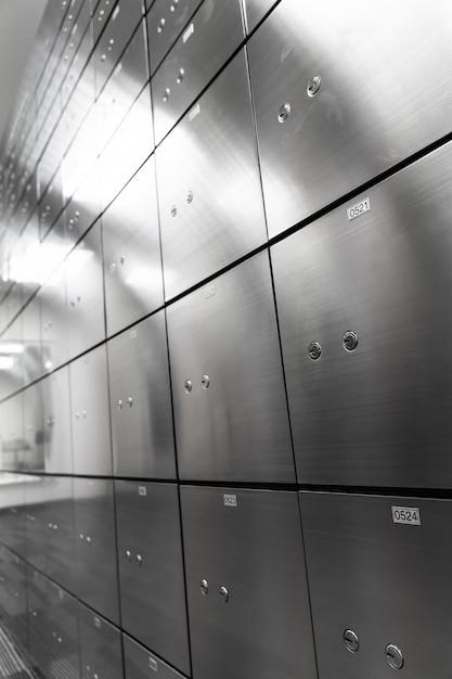 Metalen kluis paneelwand. concept voor sucurity en bankbescherming. Premium Foto