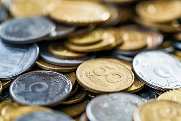 Metalen munten, selectieve aandacht. Premium Foto