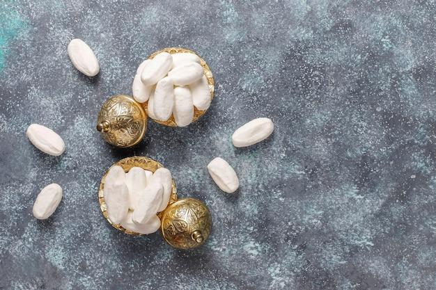Mevlana suiker, kalkoen specifieke witte kandijsuiker, bovenaanzicht Gratis Foto