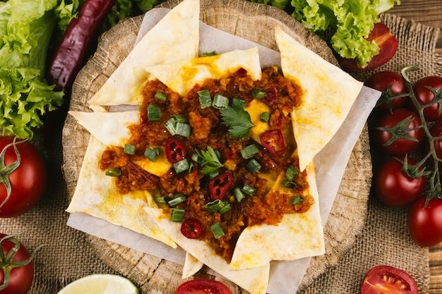 Mexicaans pittig eten en nacho's bovenaanzicht Gratis Foto