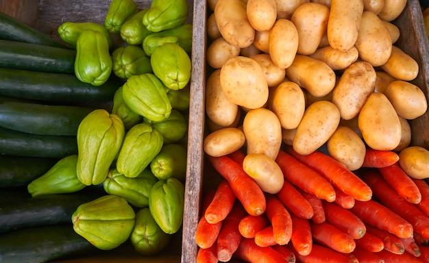 Mexicaanse groenten wortel aardappel chayote Premium Foto