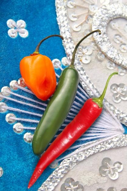 Mexicaanse hete rode habanero serrano van spaanse peperspeper Premium Foto