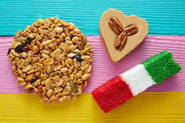 Mexicaanse snoep palanqueta cajeta hart kokosnoot Premium Foto