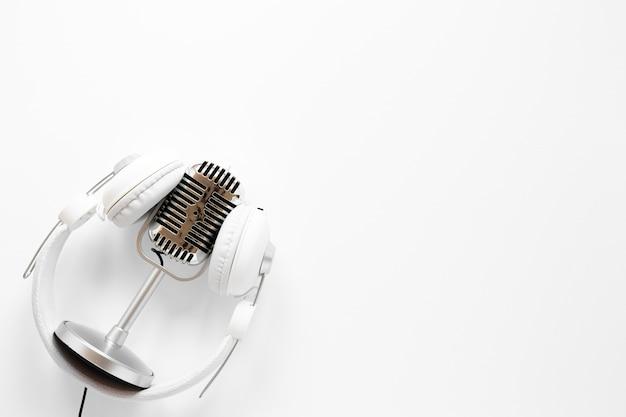Microfoon met koptelefoon en exemplaar-ruimte Gratis Foto