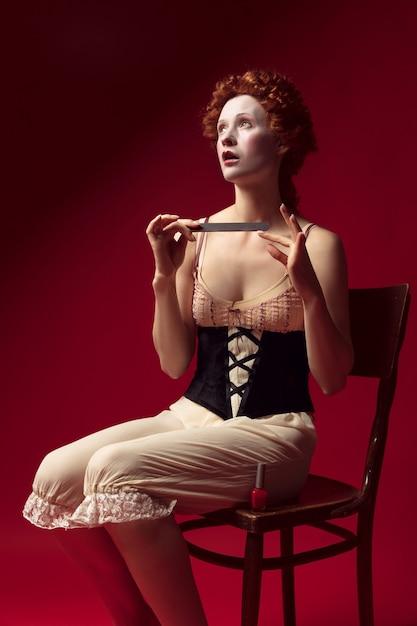 Middeleeuwse jonge vrouw als hertogin Gratis Foto