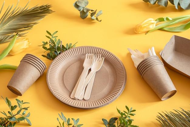 Milieuvriendelijk, stijlvol recyclebaar papieren serviesgoed. Gratis Foto