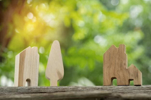 Miniatuur huismodel op de grond Premium Foto