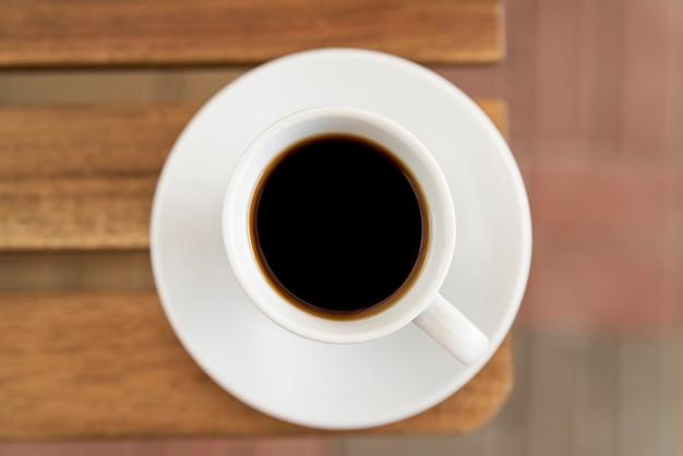Minimalistisch kopje koffie bovenaanzicht Gratis Foto