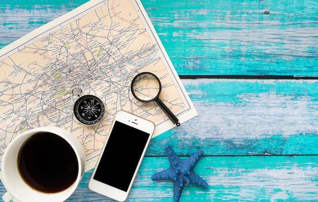 Minimalistische accessoires voor reizen Gratis Foto