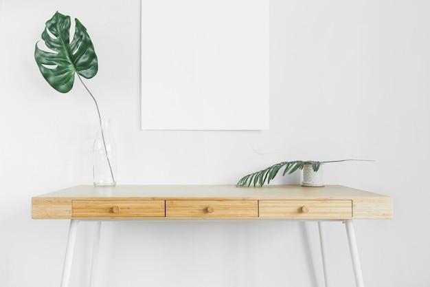 Minimalistische compositie met moderne meubels Gratis Foto
