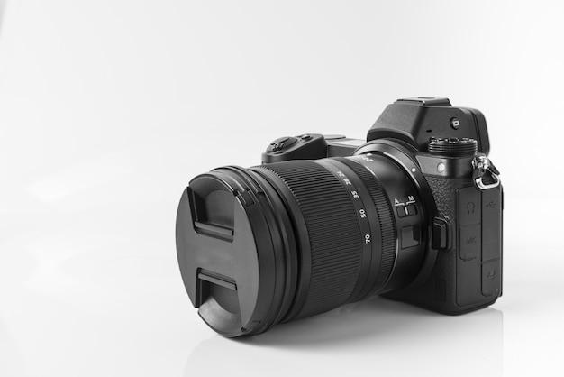 Mirroless full-frame camera, met 14-24 mm lens bevestigd. mirroless full-frame camera, met een lens van 24 - 70 mm. Premium Foto