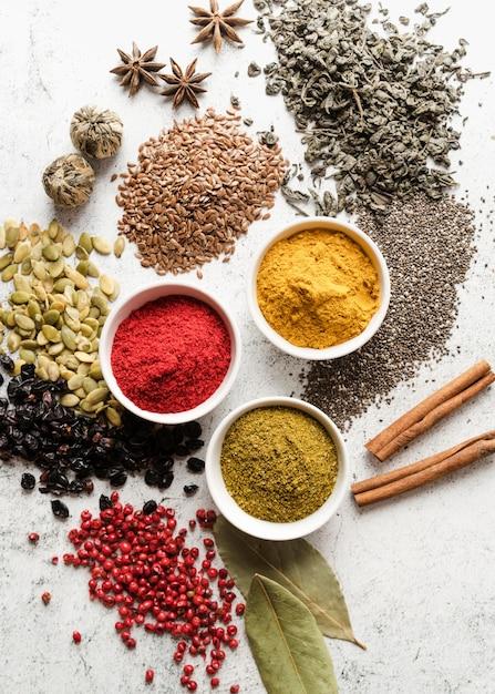 Mix van biologische zaden en voedselpoeder Gratis Foto