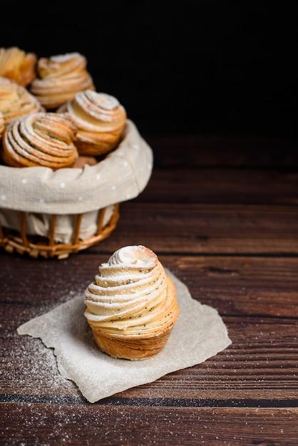 Mix van croissants en muffins. Premium Foto