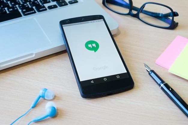 Mobiele telefoon redactionele data digitaal modern groen Gratis Foto